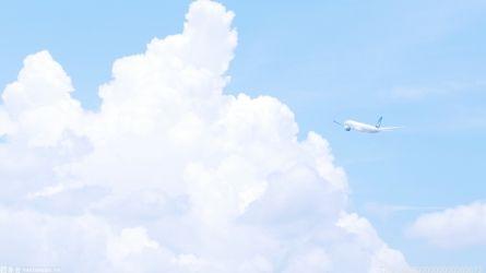 华夏航空G54394航班着陆过程中滑出跑道 股价大跌至跌停